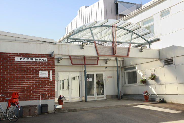 Keroputaan sairaalan pääsisäänkäynti.